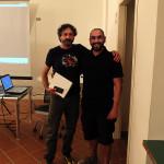Il caloroso abbraccio fra Stefano Parrini e Lorenzo Lessi